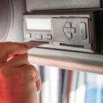 Een tachograaf aan boord van je voertuigen? Zorg voor goede uitleesapparatuur